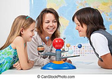 niños, tener diversión, estudiar, sistema solar