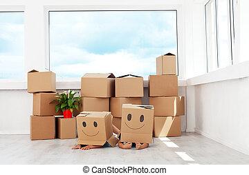 niños, tener diversión, mientras, mover, un, nuevo hogar