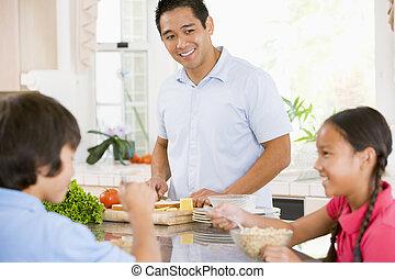 niños, teniendo, desayuno, mientras, papá, se prepara, alimento