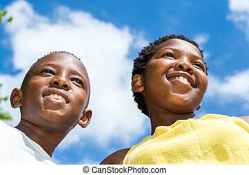 niños, tiro, dos, negro, ángulo bajo, outdoors.