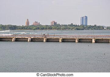 Niagara River at the border of USA and Canada