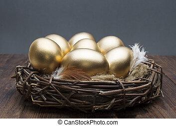 nid, à, doré, oeufs, sur, a, bois, arrière-plan., les,...