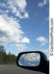 niebo, odbijanie się, w, tylny patrzą lustro