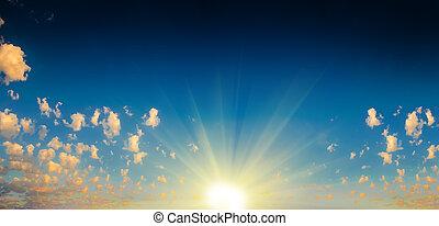 niebo zachodu słońca, promienie słońca