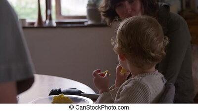 niemowlę, dom, kaukaski, jedzenie