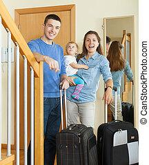 niemowlę, para, wiek średni, bagaż