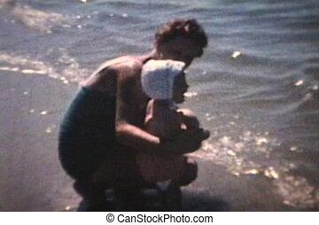 niemowlę, plaża, idzie, (1963)
