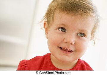 niemowlę, uśmiechanie się, być w domu
