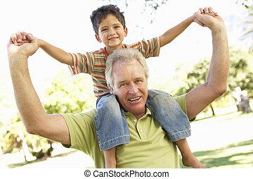 nieto, dar, paseo, parque, espalda, aduelo
