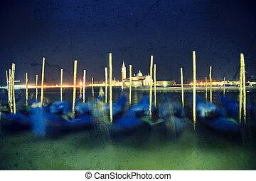 Night grunge gondole in Venice