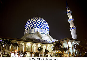 Sultan Salahuddin Abdul Aziz Shah Mosque - Night image of ...