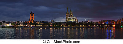 Night panorama of Cologne