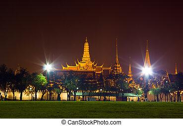 Night scene of the Grand Palace