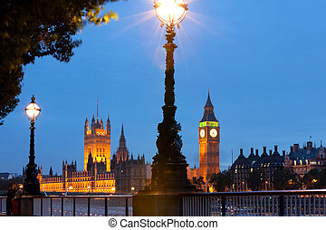 Night shot of London - Night view of House of Parliament and...