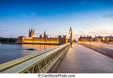 Night view of Big Ben and Houses of Parliament - London