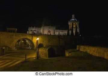 Night view of Ciudad Rodrigo