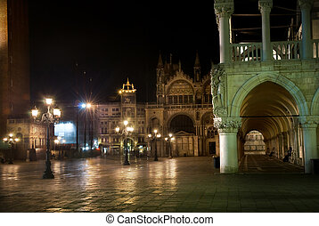 night view of Piazza San Marco with Campanile, Basilika San Marco and Doge Palace. Venice, Italy
