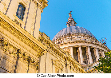 Night view of st Paul Cathedral in London