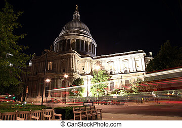 Night view of St Paul Cathedral in London, UK