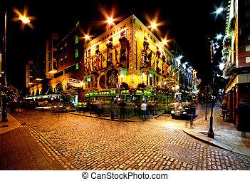 Temple Bar Street in Dublin, Irelan - Night view of Temple...