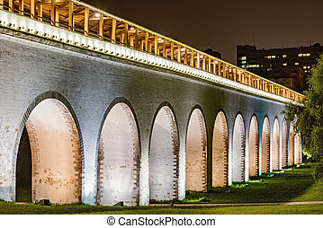Night view of the aqueduct.