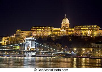 Buda Castle and The Szechenyi Chain Bridge, Budapest, Hungary.