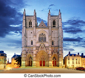 Night view on the saint Pierre cathedral in Nantes city in ...