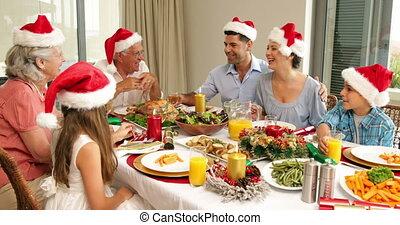 noël heureux, famille, table, dîner, prolongé