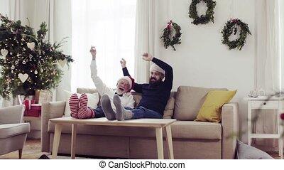 noël, séance, sofa, père, fils, temps, adulte, personne agee, fun., avoir