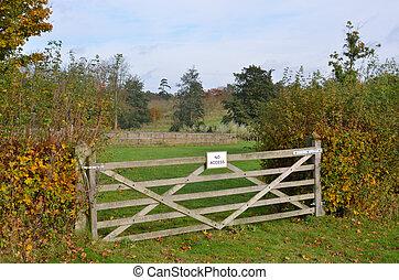 No access gate sign