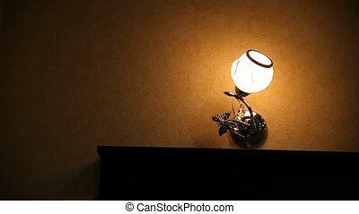 noc, łóżko, dziewczyna, przed, zawiera, lampa, kobieta, hotel, administrator, chodzenie