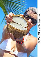noce di cocco, aperto
