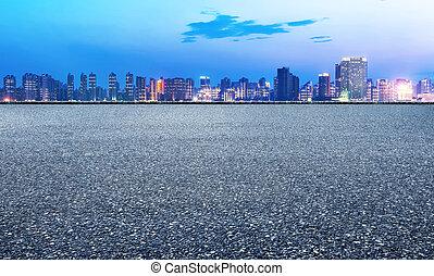 noche, camino de asfalto, y, construcción urbana