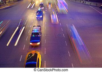 noche, tráfico, en, shanghai