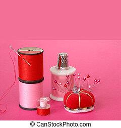 nociones cosiendo, en, fondo rosa