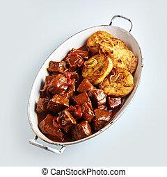 noedels, smakelijk, kruidig, goulash, rundvlees
