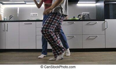 nogi, od, szczęśliwa para, taniec, w, kuchnia