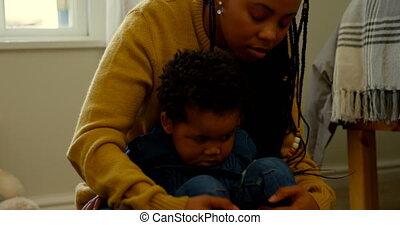 noir, elle, maison, confortable, vue, mère, 4k, jouer, fils, jeune