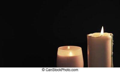 noir, foi, concept, deux, bougies, arrière-plan., brûlé, espoir, blanc, isolé