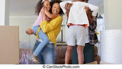 noir, maison, enfants, vue, leur, confortable, tenue, 4k, devant, famille