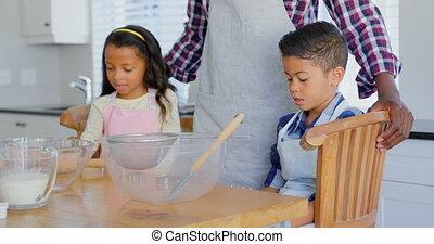 noir, nourriture, sien, enfants, vue, cuisine, père, préparer, devant, 4k