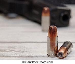 noir, pistolet, balles, trois, fond