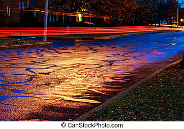 noite chuvosa, em, a, cidade grande, luz, de, a, vitrinas, refletido, estrada