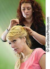 noiva, cabeleireiras