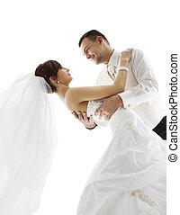 noiva noivo, em, dança, par casando, dançar, olhar, um ao outro, rosto, sobre, fundo branco