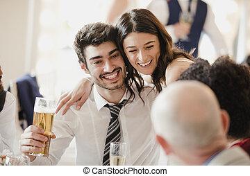 noiva, socialising, com, convidados