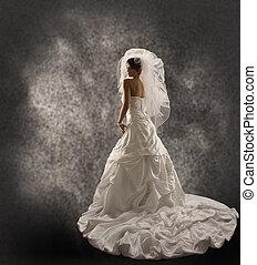 noiva vestido casamento, com, véu, moda, nupcial, beleza, retrato, vista traseira, jaever, ombro, longo, drapejado, pano, com, dobras