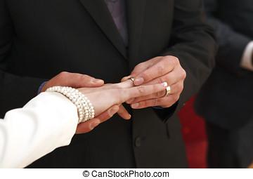 noivo, com, anel casamento