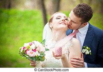 noivo, felicidade, noiva, beijo