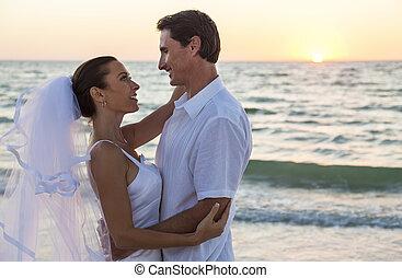 noivo, par, casado, noiva, pôr do sol, casório, praia